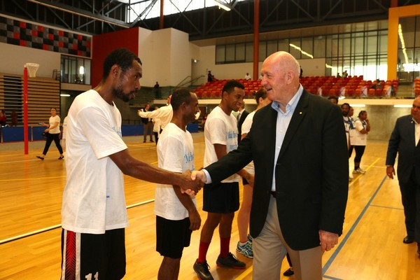 Peter Cosgrove shaking hands with a member of Maleos