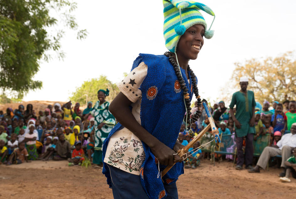 koroudouga-sogoba-dances-before-the-play-organised-by-wateraid-to-sensitise-the-population-on-the-importance-of-hygiene-and-sanitation-in-toukoro-cercle-de-bla-segou-region-mali-april-2018.jpg