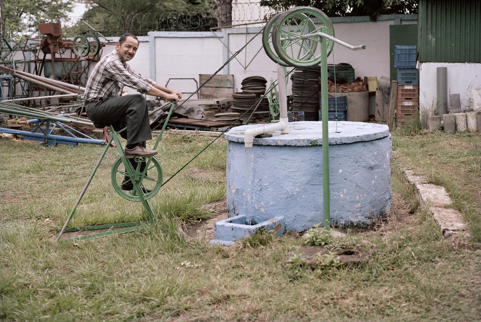 Jose Luis Roman demonstrates one of his inventions – a rope pump which draws water by cycling on a stationary bicycle. Jose is the founder of AMEC, a plumbing training programme for local youths. The young people who participate in the training come from neighbourhoods where opportunities are limited – they've usually been identified as 'at risk' by the local police and have had some involvement with gangs and petty crime.  WaterAid/ Jordi Ruiz Cirera