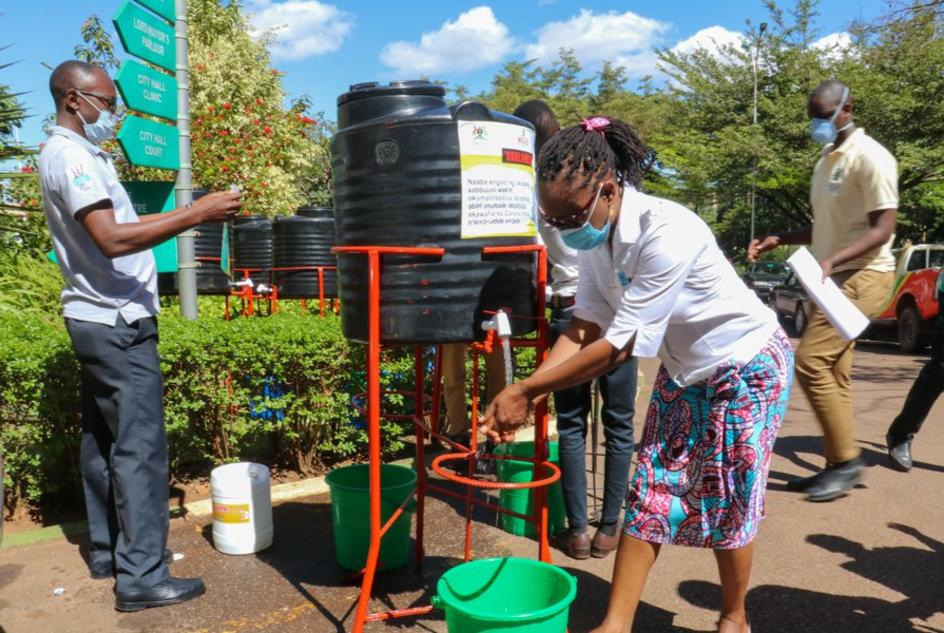 In a joint campaign to curb the spread of #COVID19 in Uganda, WaterAid Uganda has provided 60, foot-operated handwashing stations to the Kampala Capital City Authority to place in public places such as markets.