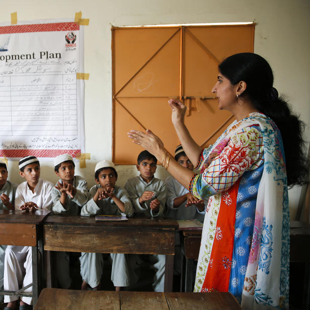 Nargis Naeem, social mobilizer of WaterAid, implementing partner conducts a health & hygiene session in Government Girls Primary School in Faqir Surab, Gudab town, Karachi, Sindh Province, Pakistan. April 2015.