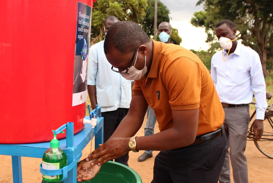 Head of the Kang'oma Health Centre washing his hands