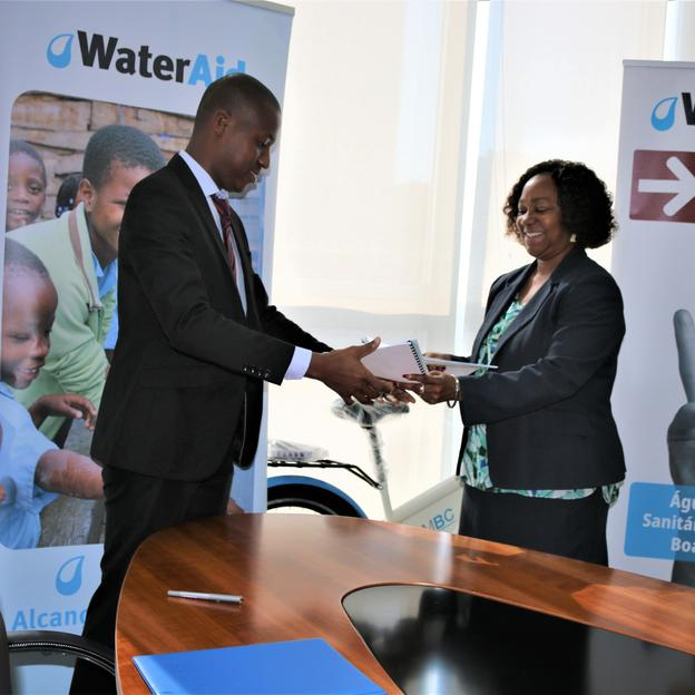 MoU entre WaterAid e o Mu Bucks Bank