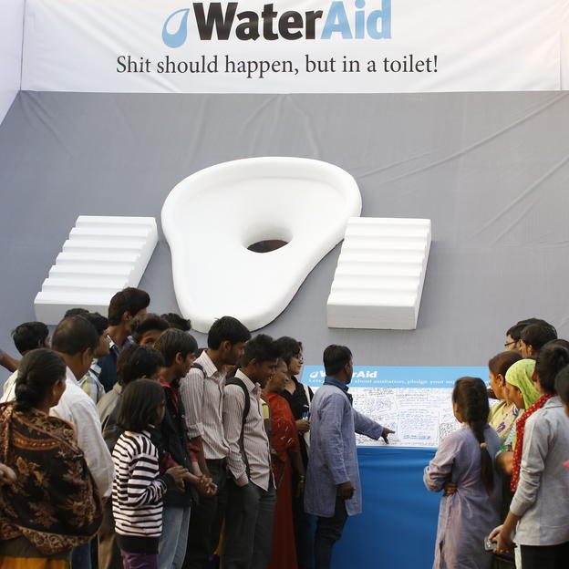 Slogans being read out by WaterAid staff as participants of the Slogan Writing Competition looks on. New Delhi, India. 19 November 2014.