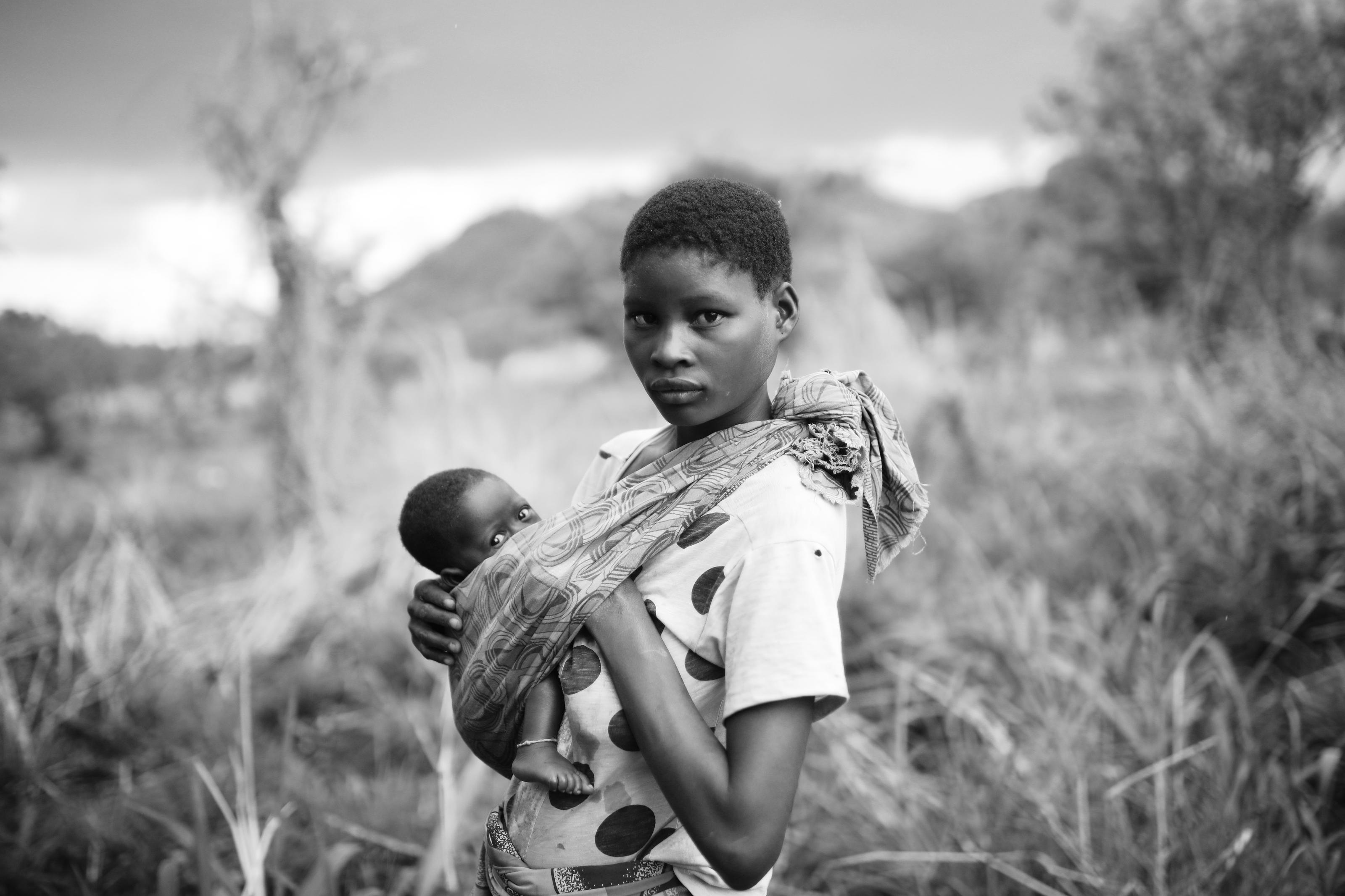 Angelina Bonifaciao, 18, with her daughter Irene in Sosina Masel, in the foothills of the Gurúè mountains, Mozambique, November 2017.