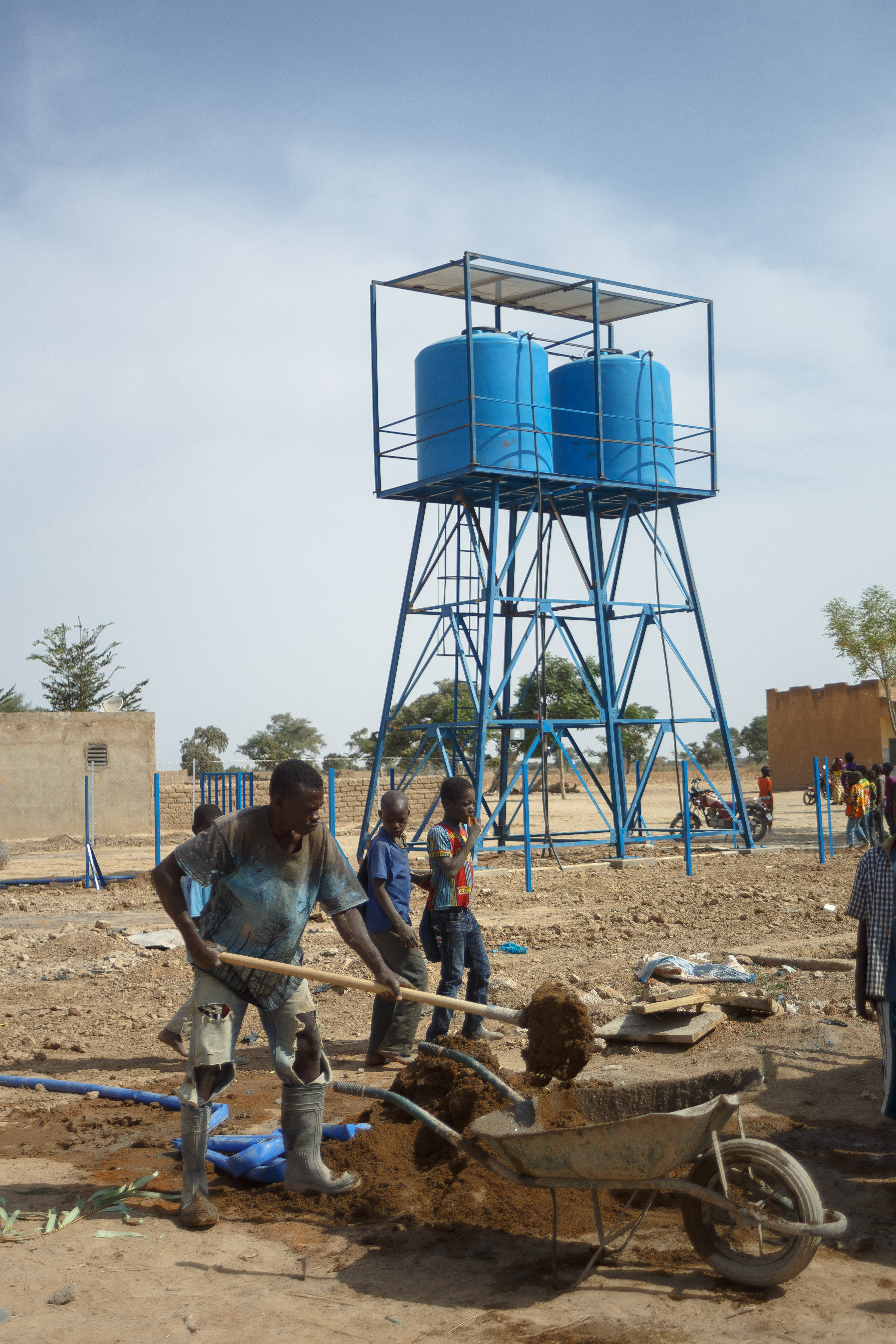 Construction of the water tower at Talo Health Centre, Mali