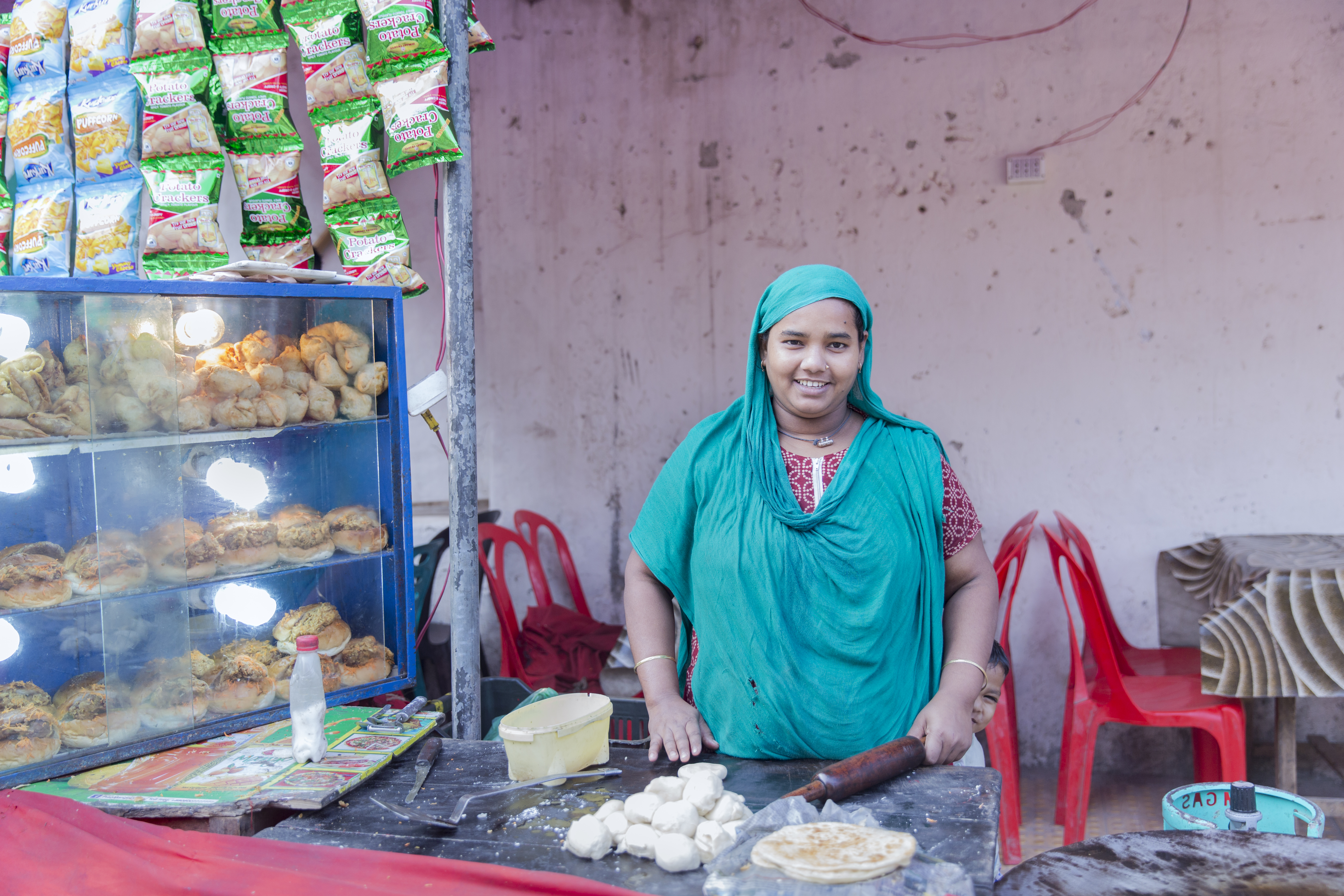 Rikta making roti at her stall by the zoo