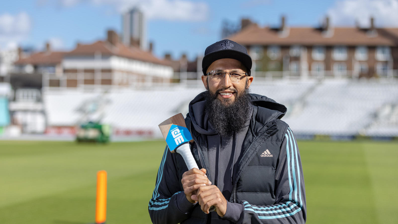 Hashim Amla with the bat as he takes part in Bring Water with Surrey County Cricket. Kia Oval, London. 24th September 2020