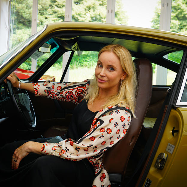 Sofia Helin in Saga's Porsche before the auction