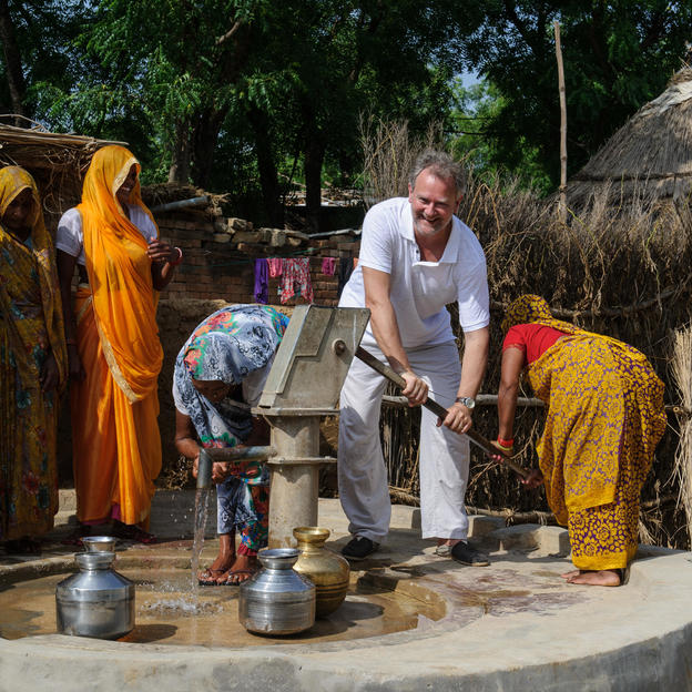 Hugh Bonneville collects safe water in India.