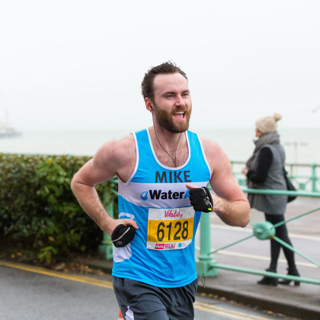 WaterAid runner at the Brighton Half Marathon, February 2017.