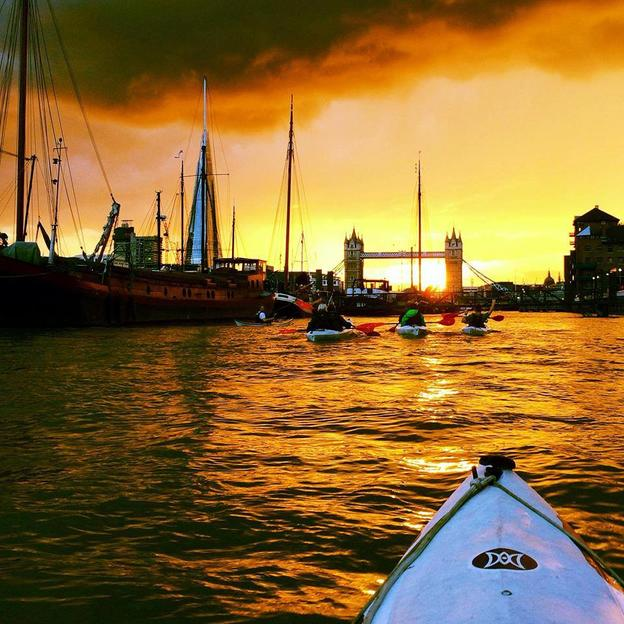 A nighttime kayak up the Thames as the sun sets