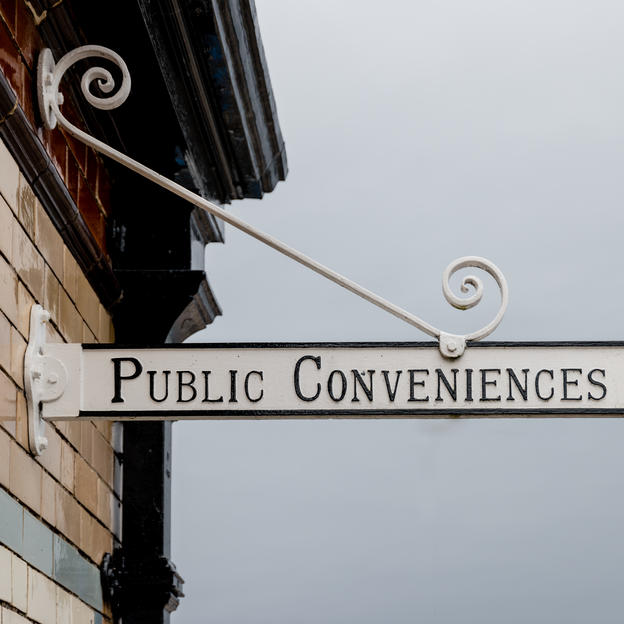 A sign that says public conveniences
