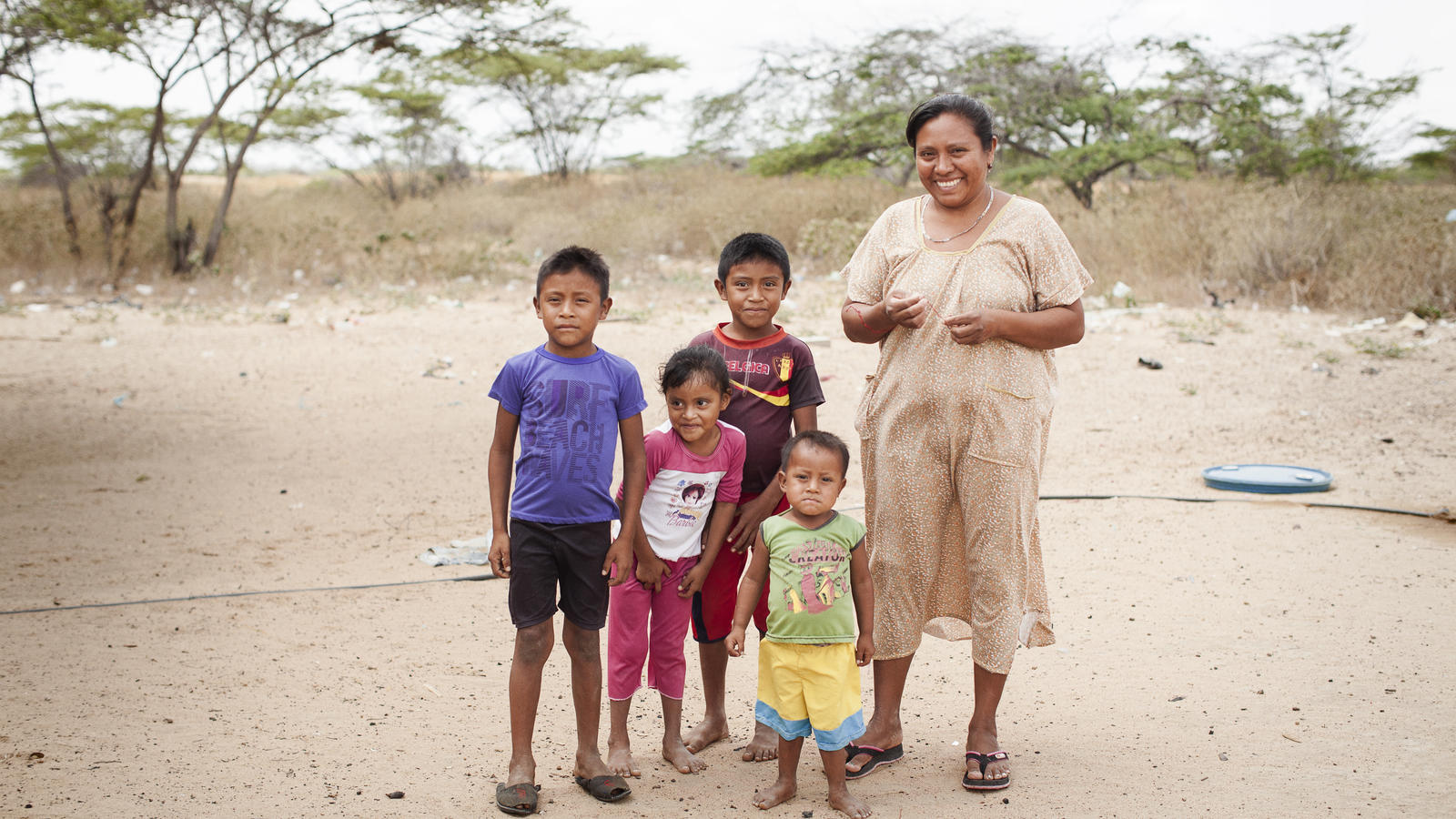 Rosalba Gonzalez, 34, with her four kids at their house in Wayuuma'ana, Maicao, La Guajira, Colombia. March 2017.