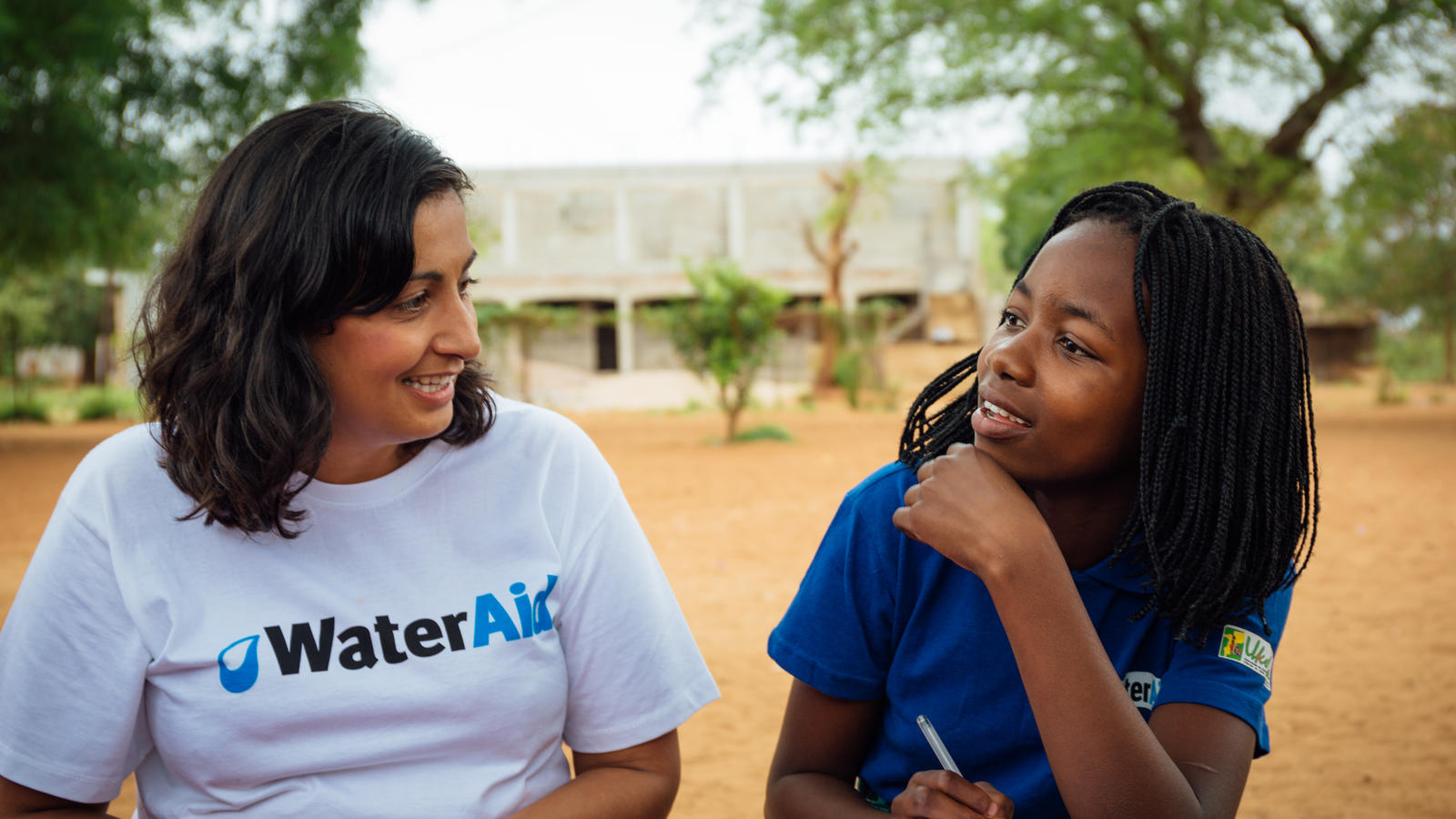 Rushy Hayer, Severn Trent Water, talks to a schoolgirl at Beluluane Primary School, Matola Rio, Boane District, Mozambique, October 2016.