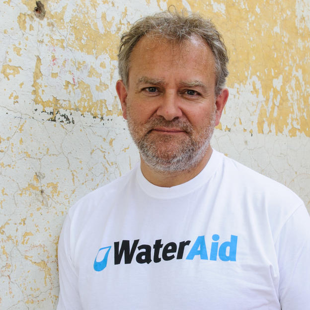 Hugh Bonneville visits WaterAid's work in India