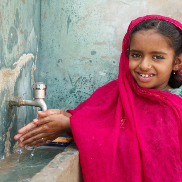 Young girl washing her hands | WaterAid
